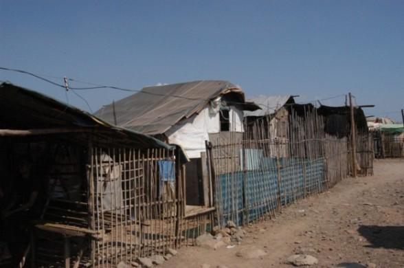 090308 ハンジン社前にある強制移住させられた住民たちの家.jpg