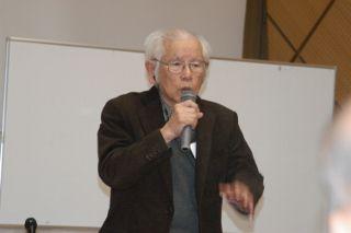 120310 挨拶する上原成信さん 一坪反戦地主関東ブロック - コピー (320x213).jpg