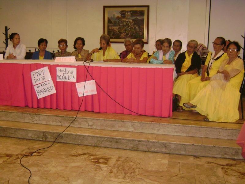 20100720 マラヤロラズ代表Lola Lita 声明を読み上げる.JPG