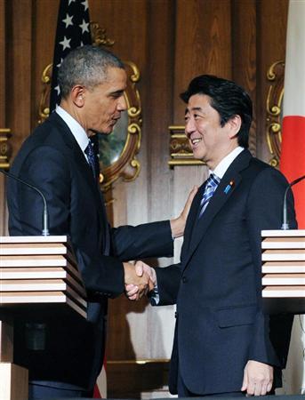 4月24日、記者会見後の安倍首相とオバマ米大統領.jpg