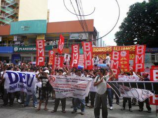 7月21日、NLRCへの抗議行動に参加したデジテル労働組合 BMPなどほかの組合も参加 (320x240).jpg