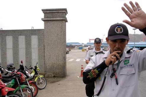 コピー ~ DSC_0114 ハンジン造船所前で警備員に止められる.JPG