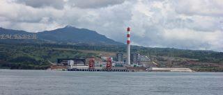 マリベレス石炭火力発電所 海側から見た全景 (320x137).jpg