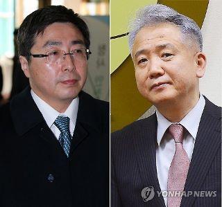 韓国の李局長(右)と石兼局長=(聯合ニュース) (320x299).jpg